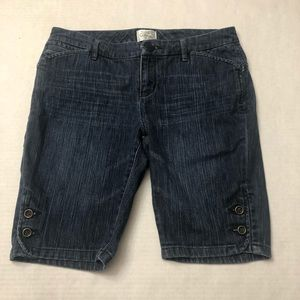 White House black market size 6 Bermuda shorts